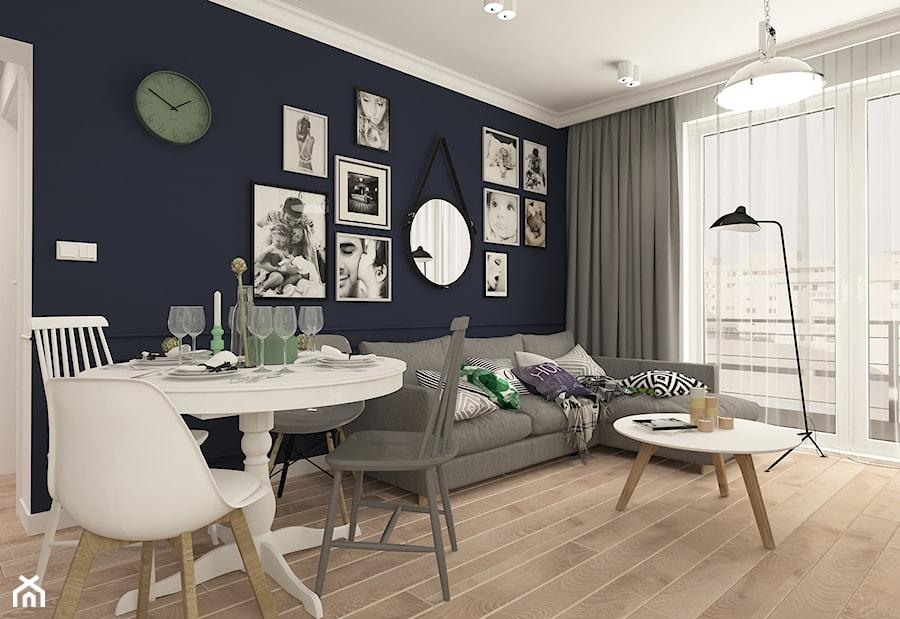 MONTO 60 PRZEBARWIANE WE FRANCUSKIM STYLU - Mały niebieski salon z jadalnią, styl nowojorski - zdjęcie od MONTO lustra w skórzanej oprawie