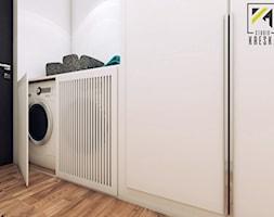 Nowoczesny dwupoziomowe mieszkanie w Głogowie - Garderoba, styl minimalistyczny - zdjęcie od kreska.studio