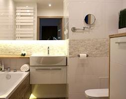 ŁAZIENKA W BLOKU Z WIELKIEJ PŁYTY PŁOCK - Średnia biała beżowa łazienka w bloku bez okna, styl nowoczesny - zdjęcie od abostudio