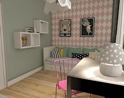 Apartament z czerwoną cegłą - Mały biały pastelowy miętowy różowy pokój dziecka dla dziewczynki dla nastolatka, styl nowoczesny - zdjęcie od mj-atelier.com