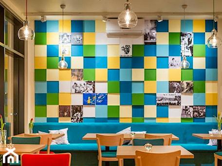 Aranżacje wnętrz - Jadalnia: Kawiarnia - Artpanel.pl. Przeglądaj, dodawaj i zapisuj najlepsze zdjęcia, pomysły i inspiracje designerskie. W bazie mamy już prawie milion fotografii!