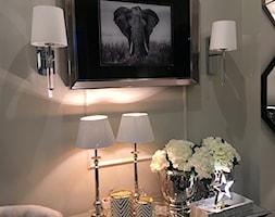 Sklep w Gdyni - Mały szary salon, styl nowojorski - zdjęcie od MODERN CLASSIC HOME - Homebook