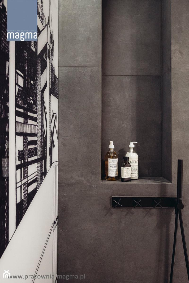 MODERNISTYCZNY APARTAMENT W CENTRUM GDYNI - Łazienka, styl industrialny - zdjęcie od magma pracownia wnętrz