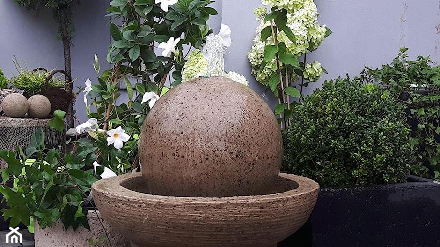 Dekoracje i ozdoby do ogrodu z betonu-Kobea Ogrody i Bruki - Ogród - zdjęcie od Ewa Tyrna