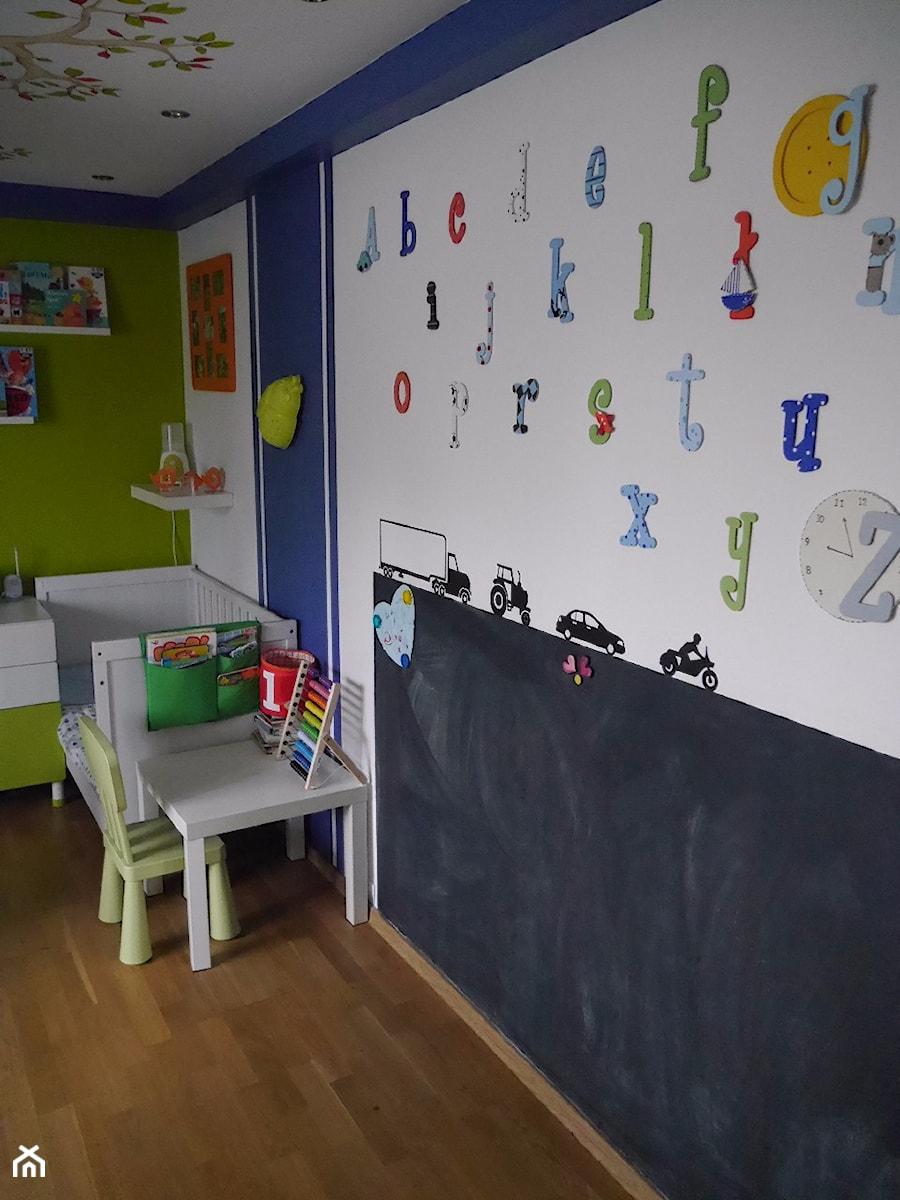 Aranżacje wnętrz - Pokój dziecka: #pokojdziecka - Mały biały niebieski zielony pokój dziecka dla chłopca dla dziewczynki dla ucznia dla niemowlaka dla malucha - agata.fidera@gmail.com. Przeglądaj, dodawaj i zapisuj najlepsze zdjęcia, pomysły i inspiracje designerskie. W bazie mamy już prawie milion fotografii!