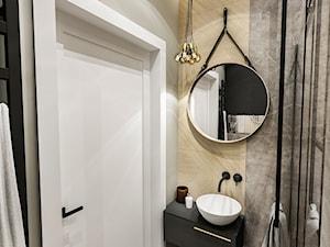 Projekt małej łazienki - Mała beżowa szara łazienka, styl klasyczny - zdjęcie od BIBI