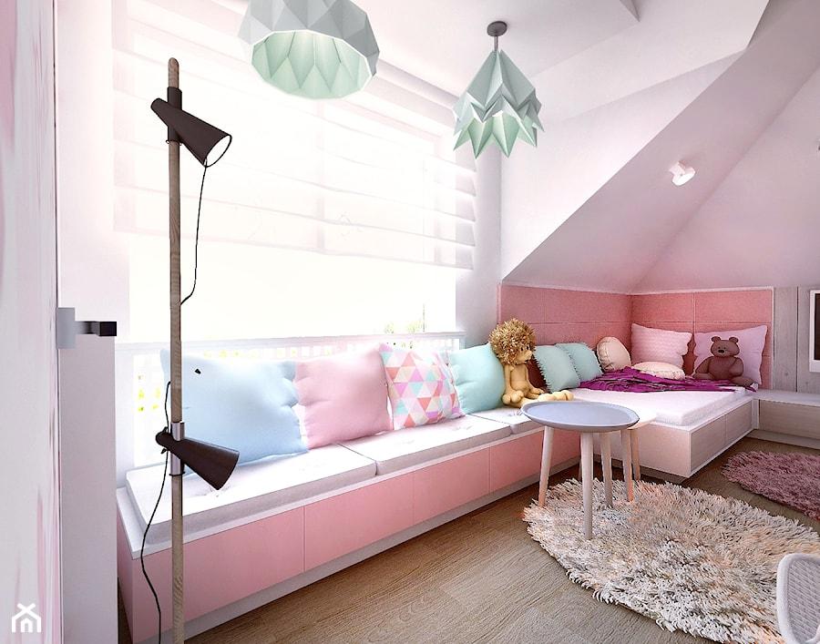 Pokój dziewczynki na poddaszu - Średni różowy pokój dziecka dla dziewczynki dla ucznia dla malucha dla nastolatka, styl tradycyjny - zdjęcie od BIBI