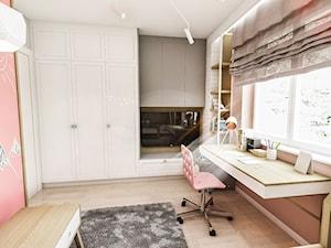 Projekt mieszkania - Gdańsk 2019 r. - Średni różowy pokój dziecka dla dziewczynki dla ucznia dla nastolatka, styl vintage - zdjęcie od BIBI