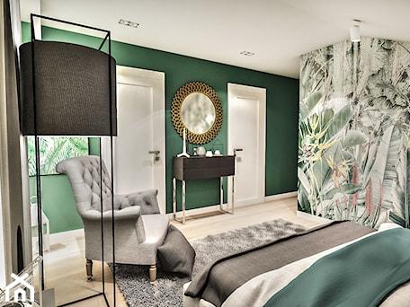 Aranżacje wnętrz - Sypialnia: Projekt wnętrza domu pod Sewillą - Średnia zielona sypialnia małżeńska na poddaszu - BIBI. Przeglądaj, dodawaj i zapisuj najlepsze zdjęcia, pomysły i inspiracje designerskie. W bazie mamy już prawie milion fotografii!
