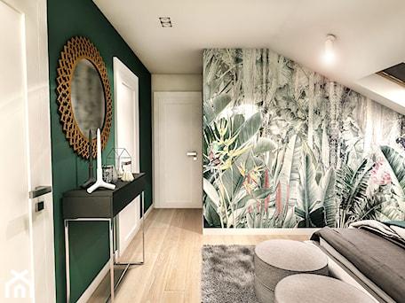 Aranżacje wnętrz - Sypialnia: Projekt wnętrza domu pod Sewillą - Średnia biała szara zielona sypialnia małżeńska na poddaszu, styl skandynawski - BIBI. Przeglądaj, dodawaj i zapisuj najlepsze zdjęcia, pomysły i inspiracje designerskie. W bazie mamy już prawie milion fotografii!