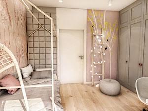 Projekt Mieszkania W-wa 2019 - Średni biały różowy pokój dziecka dla dziewczynki dla ucznia dla malucha dla nastolatka - zdjęcie od BIBI