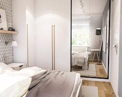 PROJEKT SYPIALNI - Mała szara sypialnia małżeńska, styl skandynawski - zdjęcie od BIBI