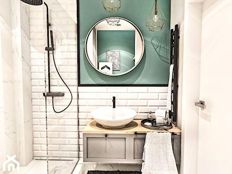 Aranżacje wnętrz - Łazienka: PROJEKT MAŁEJ ŁAZIENKI w Kamienicy - Wawa - Mała szara zielona łazienka w bloku w domu jednorodzinnym bez okna, styl nowojorski - BIBI. Przeglądaj, dodawaj i zapisuj najlepsze zdjęcia, pomysły i inspiracje designerskie. W bazie mamy już prawie milion fotografii!
