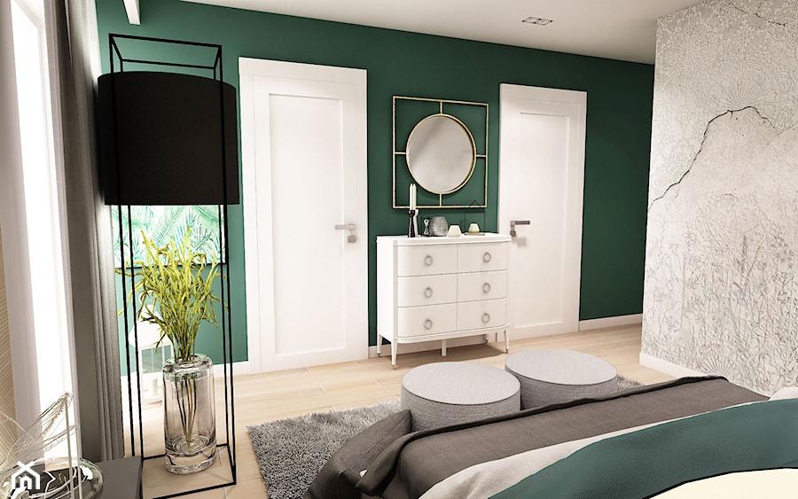 Projekt wnętrza domu pod Sewillą - Średnia szara zielona sypialnia małżeńska - zdjęcie od BIBI