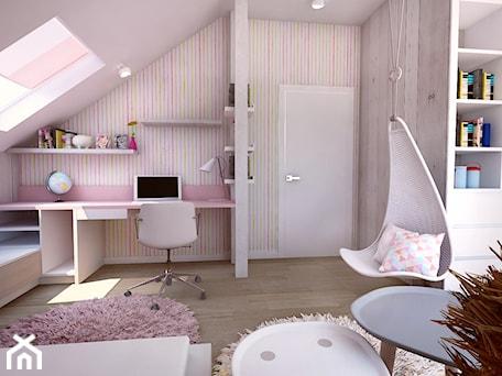 Aranżacje wnętrz - Pokój dziecka: Pokój dziewczynki na poddaszu - Średni biały kolorowy pokój dziecka dla dziewczynki dla ucznia dla nastolatka, styl tradycyjny - BIBI. Przeglądaj, dodawaj i zapisuj najlepsze zdjęcia, pomysły i inspiracje designerskie. W bazie mamy już prawie milion fotografii!