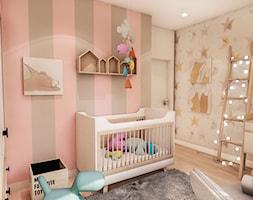 Projekt Mieszkania W-wa 2019 - Mały szary różowy pokój dziecka dla dziewczynki dla niemowlaka - zdjęcie od BIBI