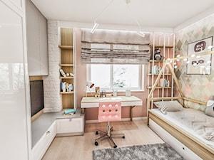 Projekt mieszkania - Gdańsk 2019 r. - Średni szary beżowy pastelowy różowy pokój dziecka dla dziewczynki dla nastolatka, styl vintage - zdjęcie od BIBI
