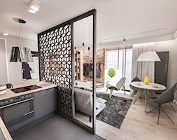 Projekt mieszkania 60 m2 w Gdańsku - Mały szary salon z bibiloteczką z kuchnią z jadalnią, styl skandynawski - zdjęcie od BIBI