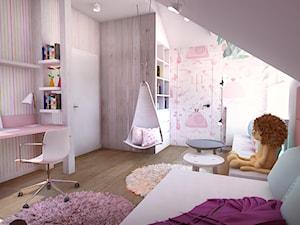 Pokój dziewczynki na poddaszu - Średni różowy kolorowy pokój dziecka dla dziewczynki dla ucznia dla malucha dla nastolatka, styl tradycyjny - zdjęcie od BIBI