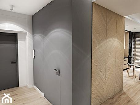 Aranżacje wnętrz - Hol / Przedpokój: Projekt Mieszkania W-wa 2019 - Średni biały czarny hol / przedpokój - BIBI. Przeglądaj, dodawaj i zapisuj najlepsze zdjęcia, pomysły i inspiracje designerskie. W bazie mamy już prawie milion fotografii!