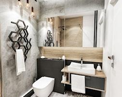 Projekt mieszkania - Gdańsk 2019 r. - Mała szara łazienka w bloku w domu jednorodzinnym bez okna, styl nowoczesny - zdjęcie od BIBI