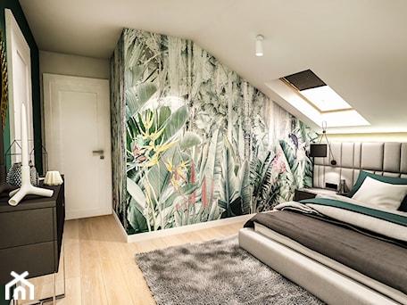 Aranżacje wnętrz - Sypialnia: Projekt wnętrza domu pod Sewillą - Średnia szara zielona kolorowa sypialnia małżeńska na poddaszu - BIBI. Przeglądaj, dodawaj i zapisuj najlepsze zdjęcia, pomysły i inspiracje designerskie. W bazie mamy już prawie milion fotografii!