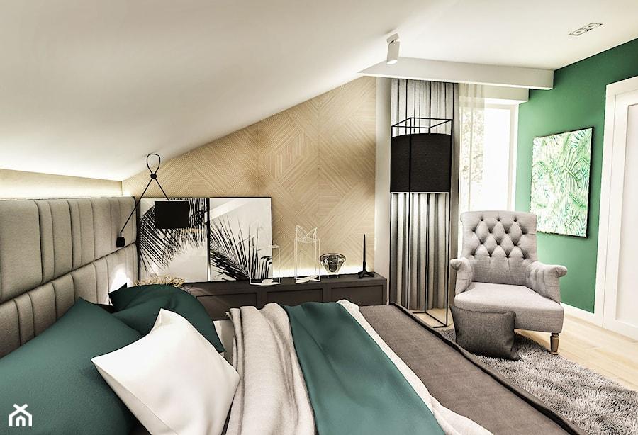 Projekt wnętrza domu pod Sewillą - Średnia szara zielona sypialnia małżeńska na poddaszu - zdjęcie od BIBI