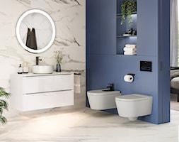 KOLEKCJA INSPIRA - Mała biała niebieska szara łazienka w bloku w domu jednorodzinnym, styl nowoczes ... - zdjęcie od Roca - Homebook