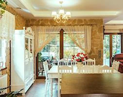Jadalnie - Średnia otwarta szara żółta jadalnia jako osobne pomieszczenie, styl klasyczny - zdjęcie od Michał Marciniak