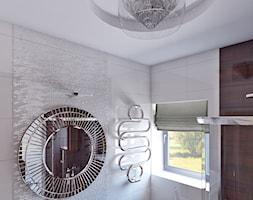 Łazienka glam - Mała biała brązowa łazienka na poddaszu w bloku w domu jednorodzinnym z oknem, styl art deco - zdjęcie od APP TRENDY Autorska Pracownia Projektowa