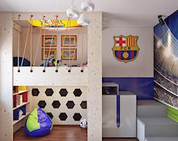 Pokój Małego Piłkarza - Mały biały niebieski pokój dziecka dla chłopca dla dziewczynki dla malucha dla nastolatka, styl nowoczesny - zdjęcie od APP TRENDY Autorska Pracownia Projektowa