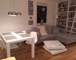 metamorfoza mieszkania w Gdyni - Średnia otwarta biała jadalnia w salonie, styl nowoczesny - zdjęcie od home2sell