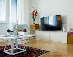 Metamorfoza mieszaknia - Mały biały salon, styl eklektyczny - zdjęcie od Paweł Liszewski