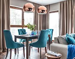 Apartament nad morzem - Średnia otwarta szara jadalnia w salonie - zdjęcie od STRAŻYŃSKI STUDIO - Homebook