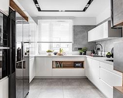 Kuchnia w Warszawie - Średnia otwarta szara kuchnia w kształcie litery u z oknem - zdjęcie od STRAŻYŃSKI STUDIO - Homebook