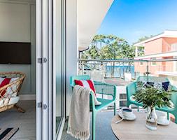 Apartament w Rewalu - Mały taras z przodu domu z tyłu domu - zdjęcie od STRAŻYŃSKI STUDIO