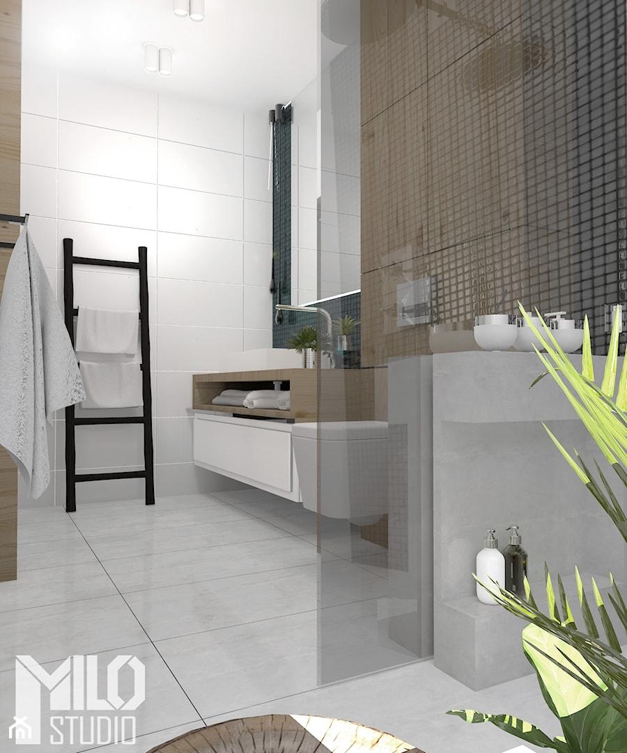 Jasna łazienka z czarną mozaiką i drewnem - zdjęcie od ...
