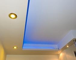 ozdobny sufit z oświetleniem led - zdjęcie od 123budujemy.pl - Homebook