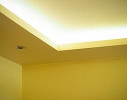 Sufit podwieszany z podświetleniem led - zdjęcie od 123budujemy.pl - Homebook