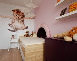 Mieszkanie w kamienicy - Średni biały różowy pokój dziecka dla dziewczynki dla malucha, styl nowoczesny - zdjęcie od Kultura Projektowania Katarzyna Kucyga