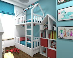 Mieszkanie 2-poziomowe 80m2 w Warszawie - Mały biały niebieski pokój dziecka dla chłopca dla dziewczynki dla rodzeństwa dla malucha - zdjęcie od Medyńscy Projektowanie