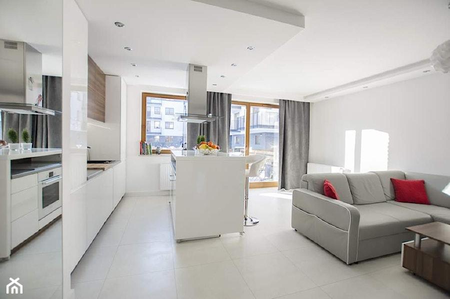 mieszkanie 50m2 warszawa mokot w realizacja ma y salon z kuchni z jadalni z tarasem. Black Bedroom Furniture Sets. Home Design Ideas