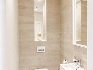DOM W BESTWINIE - Mała beżowa łazienka na poddaszu w bloku w domu jednorodzinnym bez okna, styl nowoczesny - zdjęcie od AW-STUDIO Pracownia Architektury Wnętrz