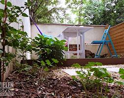 Ogród z hamakami - Mały ogród za domem z hamakiem - zdjęcie od Zieleń i Przestrzeń