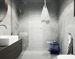 Dom po miastem - Mała szara łazienka na poddaszu w bloku w domu jednorodzinnym bez okna, styl nowoc ... - zdjęcie od oshi pracownia projektowa - Homebook