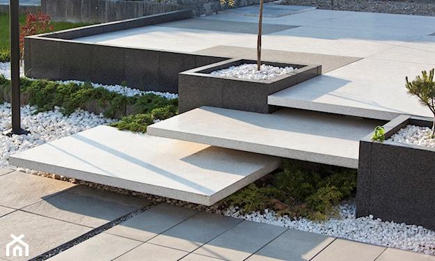 schody zewnętrzne, stopnie blokowe, stopnie schodowe, schody w ogrodzie, nowoczesne schody samonośne