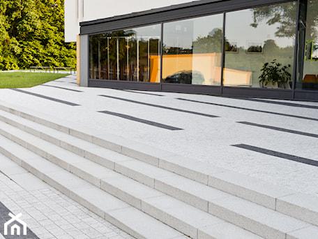 Aranżacje wnętrz - Domy: Funkcjonalne i estetyczne schody zewnętrzne - Domy, styl nowoczesny - BRUK-BET. Przeglądaj, dodawaj i zapisuj najlepsze zdjęcia, pomysły i inspiracje designerskie. W bazie mamy już prawie milion fotografii!
