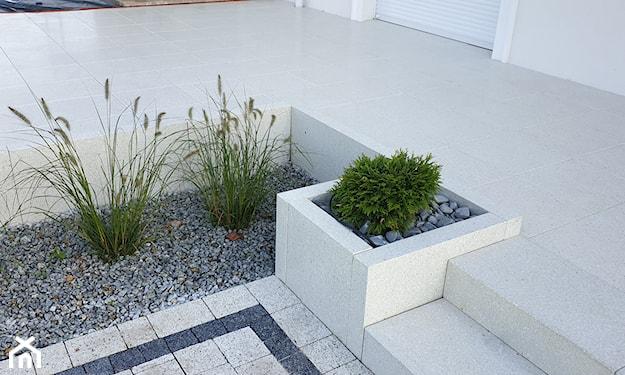 betonowa donica, taras nowoczesny