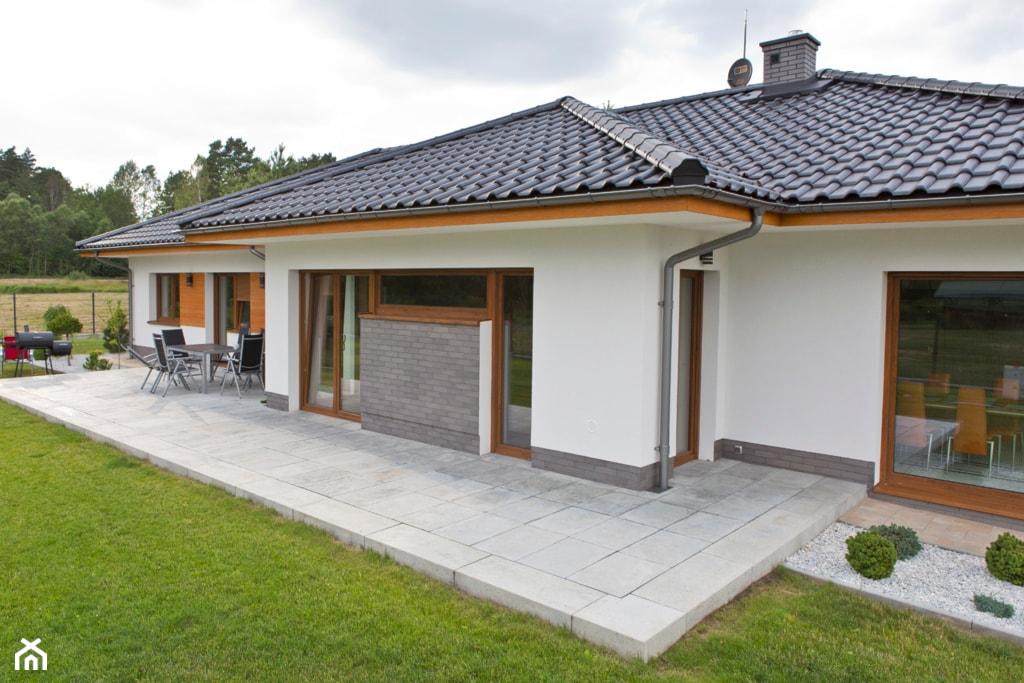 płyty wokół domu, chodniki i ścieżki wokół domu, materiał na taras