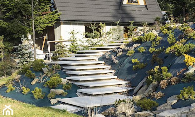 stopnie skarpowe, ogród w stylu tradycyjnym
